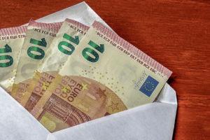 Geld in Trauerkarten